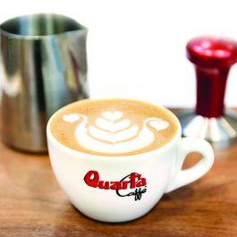 Quarta cappuccino tas met onderbord